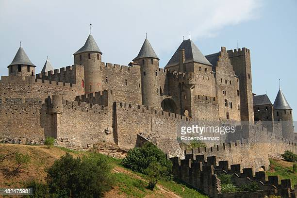 carcassonne - la cité. france. - carcassonne stock pictures, royalty-free photos & images