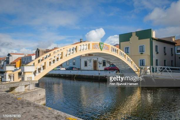 carcavelos bridge at the são roque canal in aveiro - finn bjurvoll stock pictures, royalty-free photos & images