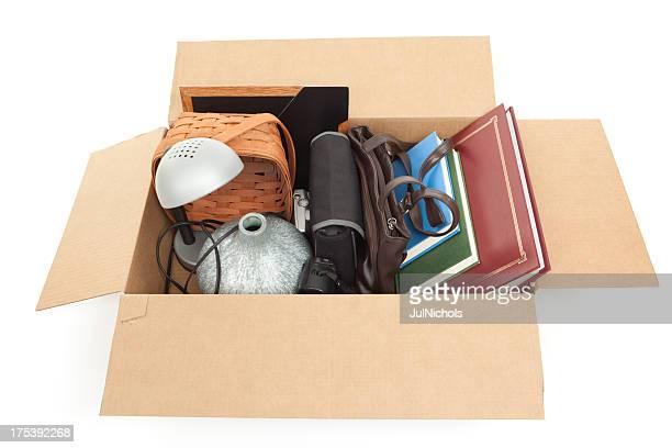 cardboard box of household items - gefabriceerd object stockfoto's en -beelden