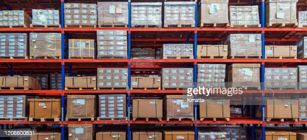 cardboard boxes on shelves in warehouse. - 倉庫 ストックフォトと画像