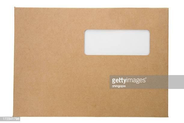 段ボールの封筒を開ける