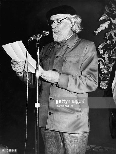 Cardenal Ernesto *Schriftsteller Geistlicher Politiker Nicaragua bei der Bekanntgabe der Preistraegerdes Literaturwettbewerbs 'Casa de las Americas'...