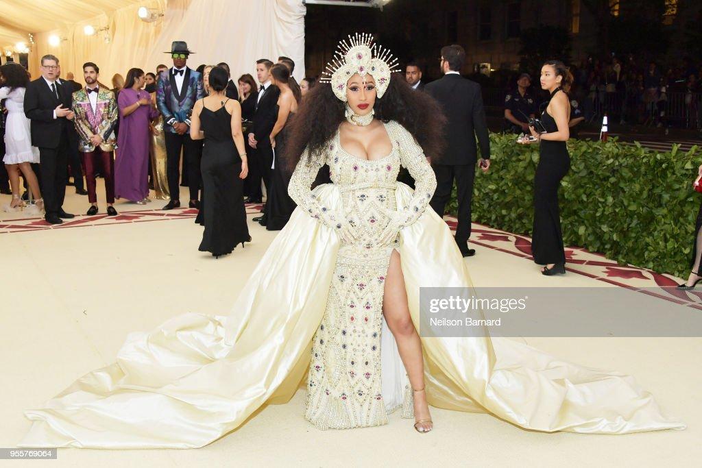 Heavenly Bodies: Fashion & The Catholic Imagination Costume Institute Gala - Arrivals : Nachrichtenfoto
