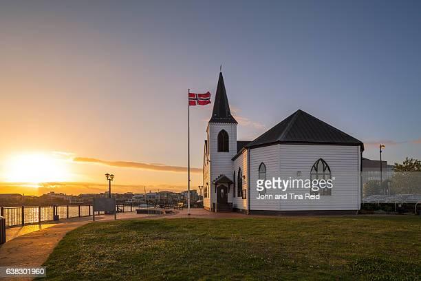 cardiff bay norwegian church - cardiff wales stockfoto's en -beelden