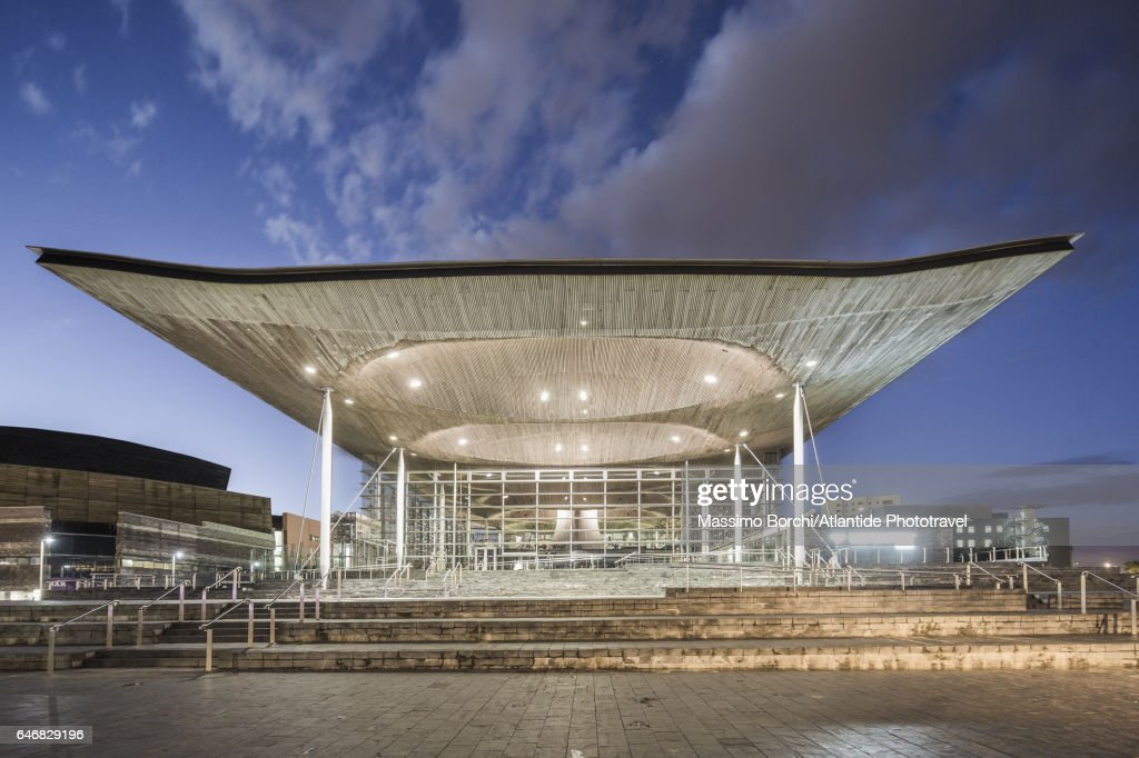 Cardiff Bay, the exterior of the Senedd (National Assembly Building, Richard Rogers architect) : ストックフォト