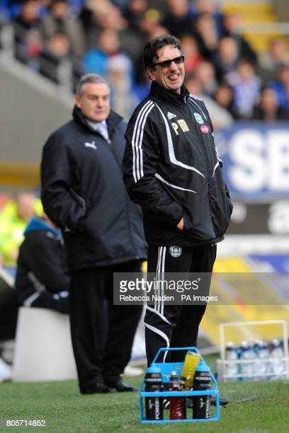 Cardiff City manager Dave Jones and Plymouth Argyle manager Paul Mariner on the touchline