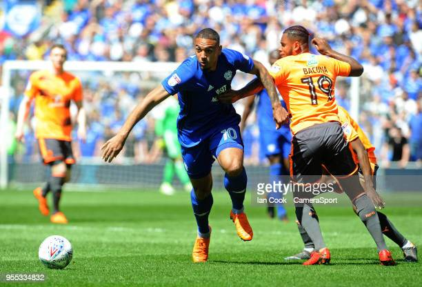 Cardiff City's Kenneth Zohore gets past Reading's Leandro Bacuna during the Sky Bet Championship match between Cardiff City and Reading at Cardiff...