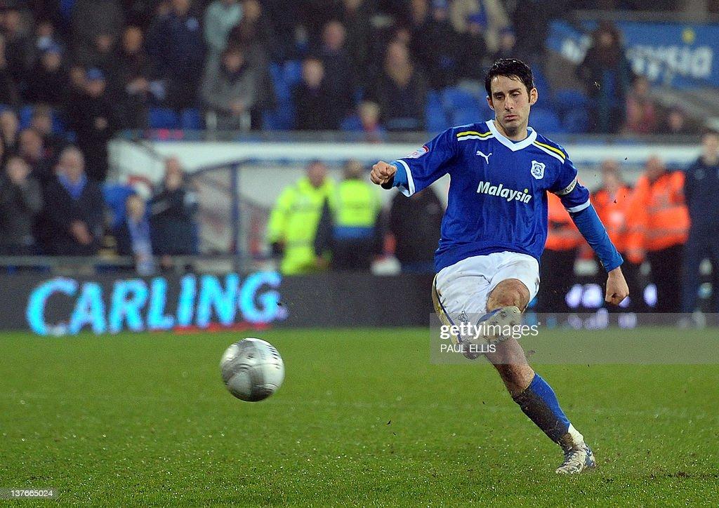 Cardiff City's Peter Whittingham kicks t : News Photo