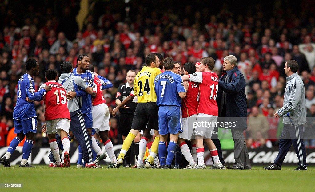 Arsenal manager Arsene Wenger enters the... : News Photo