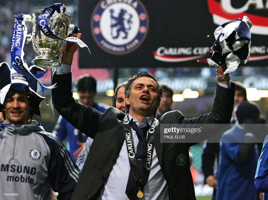 Chelsea manager Jose Mourinho celebrates... : News Photo