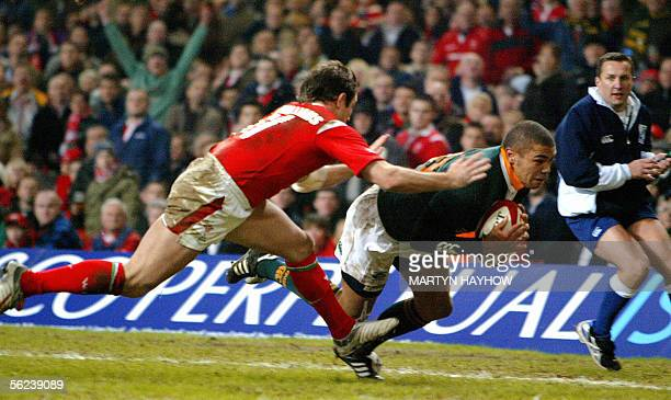 Wales's Shane Williams fails to tackle Bryan Habana of South Africa as he dives in for a try in the Invesco Perpetual Series 2005 match Saturday 19...