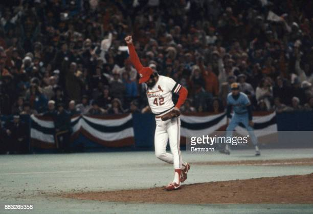 Cardinals pitcher Bruce Sutter raises his arm in the air after winning the World Series against the Milwaukee Brewers