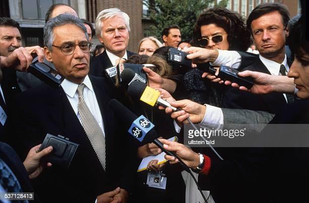 Cardoso Fernando * Politiker Soziologe Brasilien Staatspraesident 19952002 Pressekonferenz bei Volkswagen September 1995
