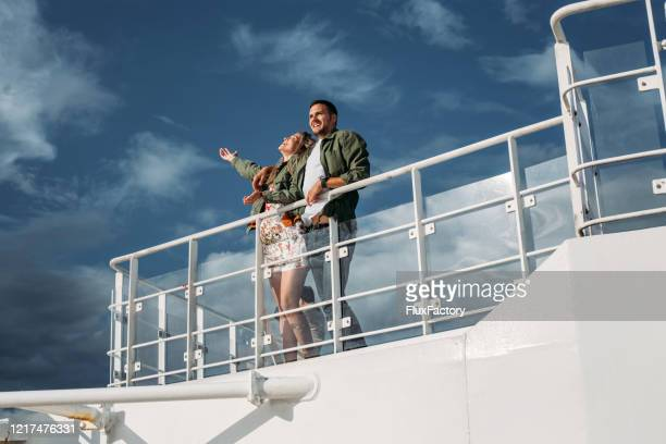 carefree couple enjoying a cruise ship travel - ponte di una nave foto e immagini stock