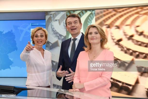 Caren Miosga Joerg Schoenenborn and Tina Hassel during the 'Bundestagswahl' TV Show Photo Call on September 22 2017 in Berlin Germany