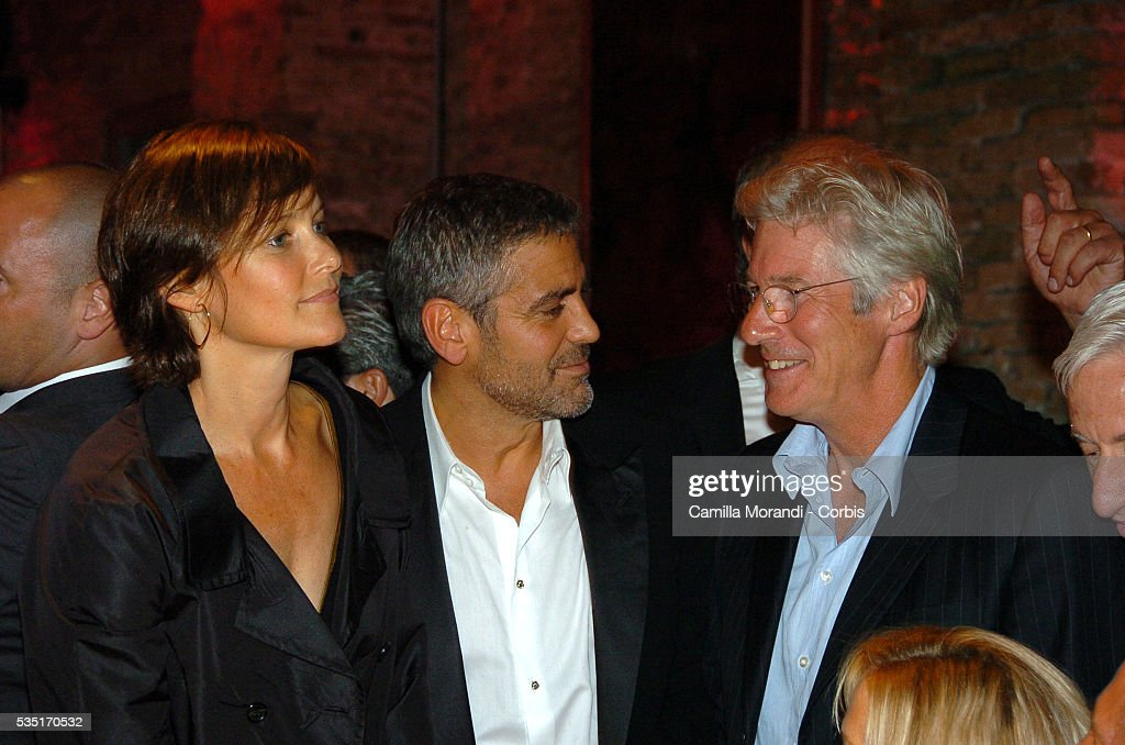 ¿Cuánto mide Richard Gere? - Altura - Real height Carey-lowell-george-clooney-and-richard-gere-attend-the-michael-picture-id535170532