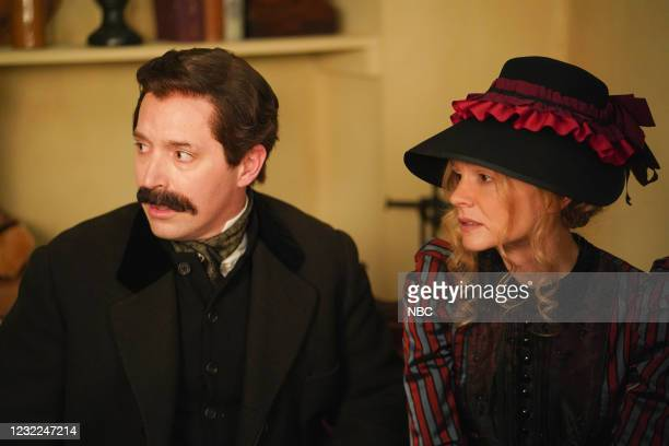 """Carey Mulligan"""" Episode 1802 -- Pictured: Beck Bennett and host Carey Mulligan during the """"Movie Trailer"""" sketch on Saturday, April 10, 2021 --"""
