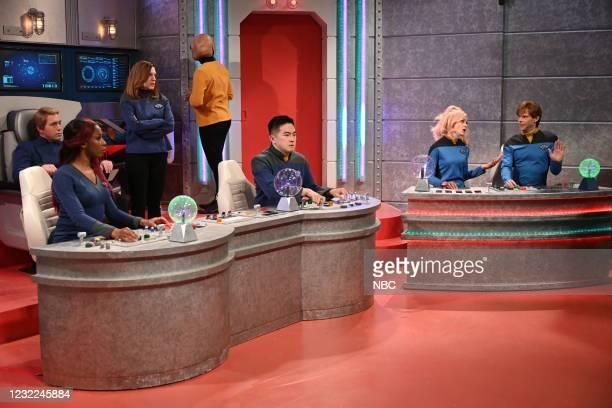 "Carey Mulligan"" Episode 1802 -- Pictured: Beck Bennett, Ego Nwodim, Kate McKinnon, Bowen Yang, host Carey Mulligan, and Mikey Day during the ""Star..."
