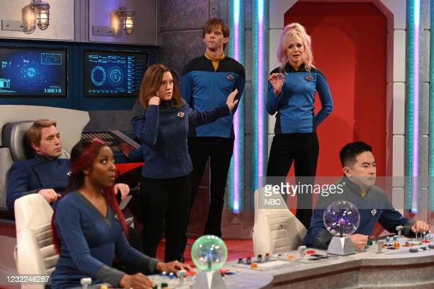 "Carey Mulligan"" Episode 1802 -- Pictured: Beck Bennett, Ego Nwodim, Kate McKinnon, Mikey Day, host Carey Mulligan, and Bowen Yang during the ""Star..."