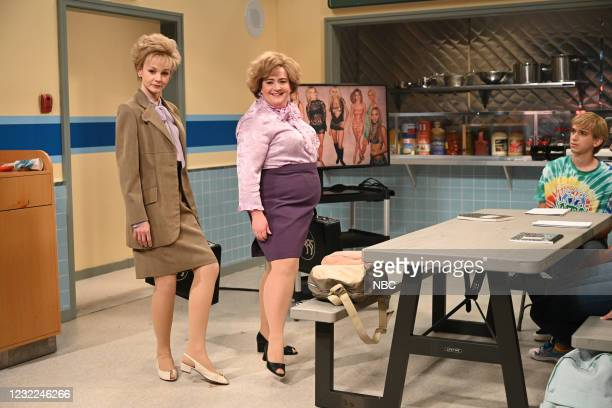 """Carey Mulligan"""" Episode 1802 -- Pictured: Host Carey Mulligan and Aidy Bryant during the """"L'Eggs"""" sketch on Saturday, April 10, 2021 --"""
