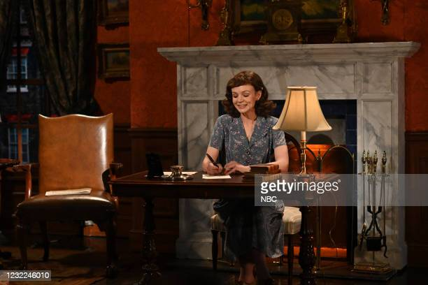 """Carey Mulligan"""" Episode 1802 -- Pictured: Host Carey Mulligan as Mary Pembrook during the """"War in Words"""" sketch on Saturday, April 10, 2021 --"""