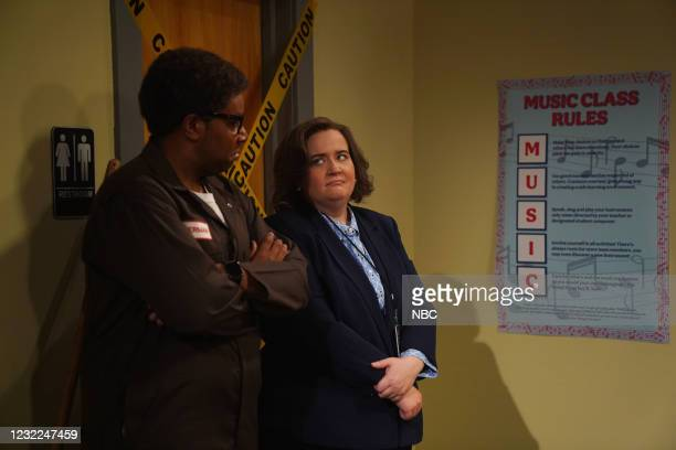 """Carey Mulligan"""" Episode 1802 -- Pictured: Kenan Thompson and Aidy Bryant during the """"IBS Medicine Ad"""" sketch on Saturday, April 10, 2021 --"""