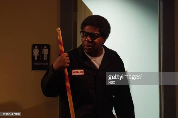 """Carey Mulligan"""" Episode 1802 -- Pictured: Kenan Thompson during the """"IBS Medicine Ad"""" sketch on Saturday, April 10, 2021 --"""