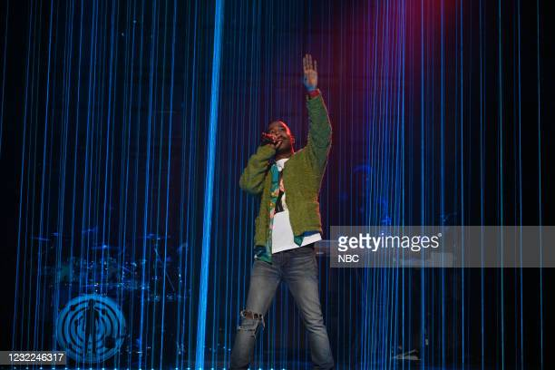 """Carey Mulligan"""" Episode 1802 -- Pictured: Musical guest Kid Cudi performs """"Tequila Shots"""" on Saturday, April 10, 2021 --"""