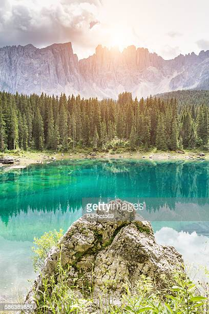 carezza lake with sunlight - trentino alto adige - italy - pjphoto69 - fotografias e filmes do acervo