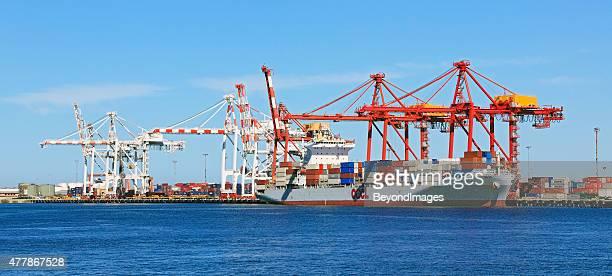 貨物のコンテナー船でローディング/アンローディングが可能なポート(パノラマ) - フリーマントル ストックフォトと画像