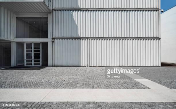 cargo containers, parking lot - container stock-fotos und bilder