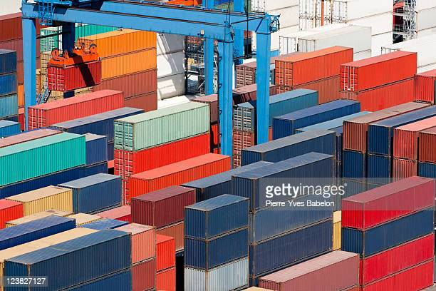cargo freight containers - valparaiso chile stock pictures, royalty-free photos & images