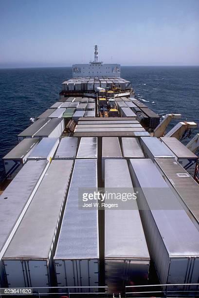 cargo ship cruising to alaska - golfo do alasca imagens e fotografias de stock