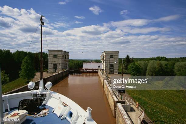 cargo ship in volga-baltic canal - volga stock pictures, royalty-free photos & images