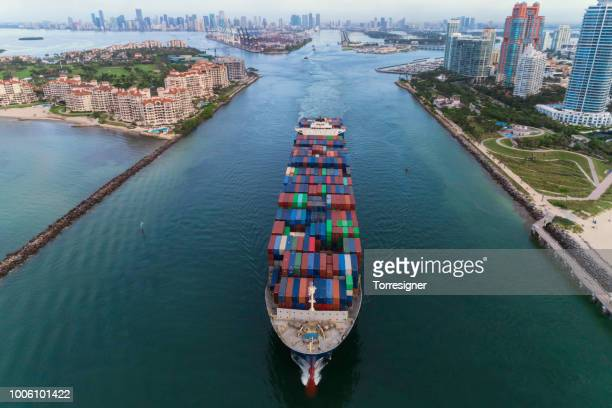 cargo ship leaving the port of miami - container ship stock pictures, royalty-free photos & images