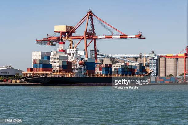 cargo ship preparing for departure - docks stock pictures, royalty-free photos & images