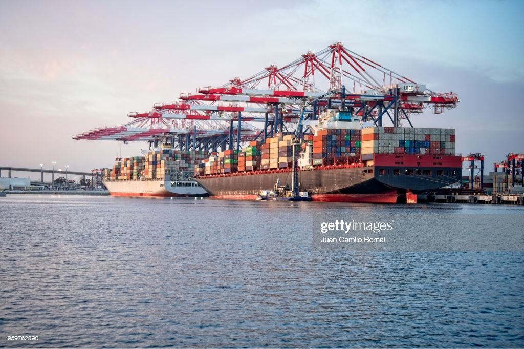 Cargo ships docked at the Port of Long Beach : Stock-Foto