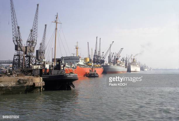 Cargos dans le port de Southampton RoyaumeUni