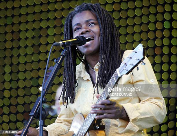Carhaix-Plouguer, FRANCE: US singer Tracy Chapman performs during the 15th edition of the Vieilles Charrues Music Festival, 23 July 2006 in...
