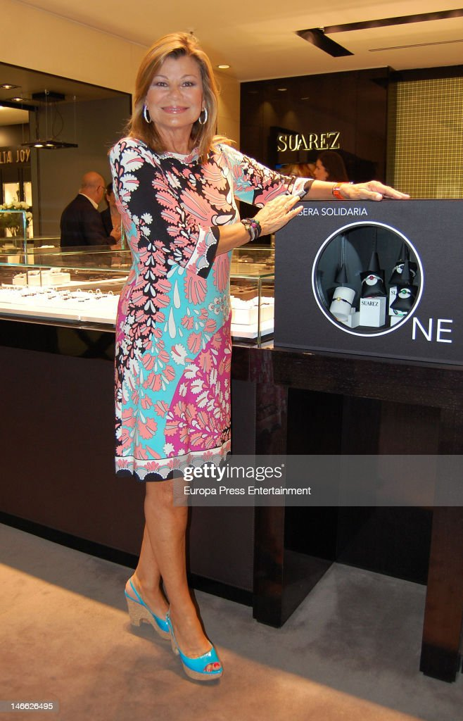 Cari Lapique presents a charity bracelet for raising funds for Aladina Foundation at Suarez Jewellery shop on June 20, 2012 in Madrid, Spain.