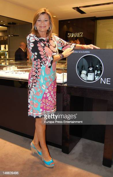 Cari Lapique presents a charity bracelet for raising funds for Aladina Foundation at Suarez Jewellery shop on June 20 2012 in Madrid Spain