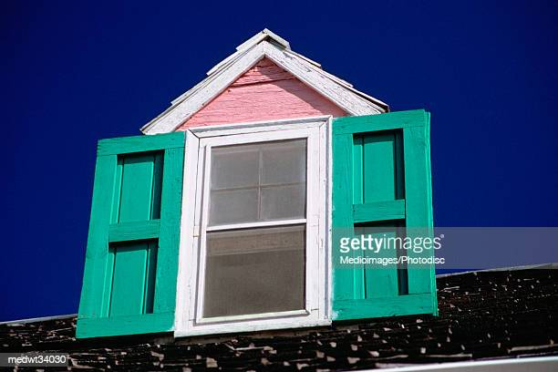 caribbean, bahamas, harbour island, dunmore town, low angle view of the window of a house - ダンモアタウン ストックフォトと画像