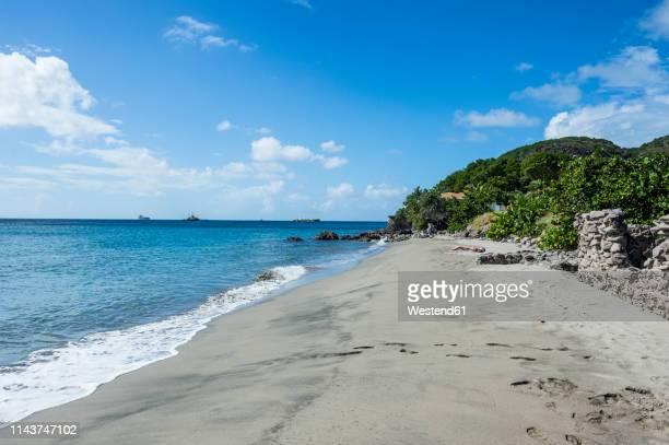 caribbean, netherland antilles, st. eustatius, oranjestad, beach - caribisch nederland stockfoto's en -beelden
