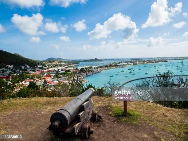 caribbean, sint maarten, view of marigot bay and sandy ground - philipsburg sint maarten stockfoto's en -beelden