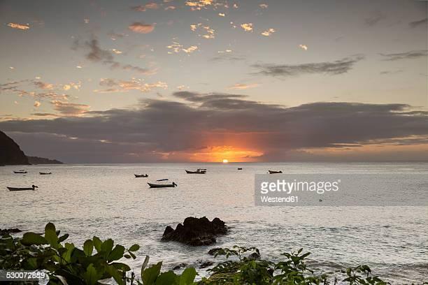 caribbean, trinidad and tobago, tobago, castara, sunset over the ocean - paisajes de trinidad tobago fotografías e imágenes de stock