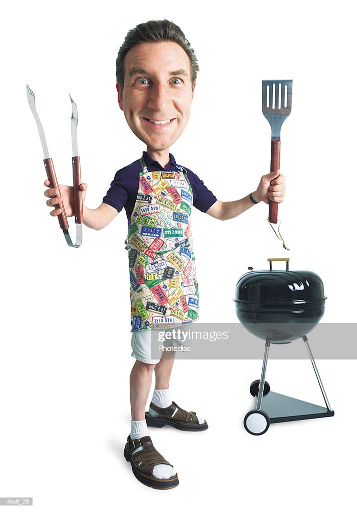 caricature of caucasian man in apron in front of grill smiling holding up tools of the bbq trade : Stockfoto