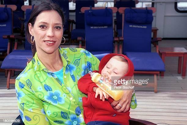Carin C Tietze Sohn Fausto Tietze am Rande der Dreharbeiten zur ZDFReihe Traumschiff Folge 43 Thailand Asien Casablanca/Marokko/ Afrika MS...