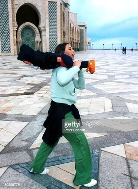 Carin C Tietze Sohn Fausto Tietze am Rande der Dreharbeiten zur ZDFReihe Traumschiff Folge 43 Thailand Asien Casablanca/Marokko/Afrika Moschee Moulay...