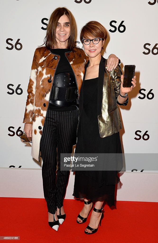 Carine Roitfeld and Younghee Lee attend the Paris Fashion Week Tasting Night with Galaxy featuring Brad Goreski, model Jessica Stam and Executive Vice President of Global Marketing, IT & Mobile Division at Samsung Electronics, Younghee Lee at Four Seasons Hotel George V on March 7, 2015 in Paris, France.