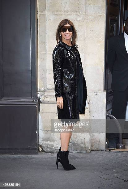 Carine Roitfeld arrives at the Sonia Rykiel show during Paris Fashion Week Womenswear SS 2015 on September 29 2014 in Paris France